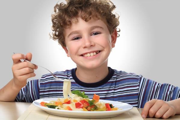 mercado_alimentar_criança comer.