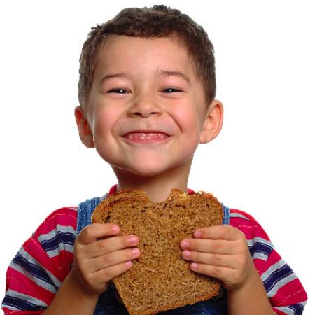 mercado_alimentar_criança_comer_pãojpeg